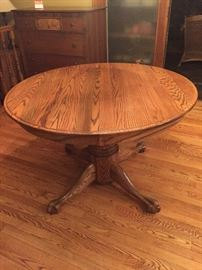 Oak pedestal table with 2 additional leaves