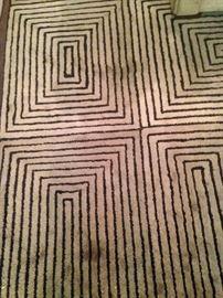 8 feet x 11 feet 100% wool rug