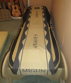 Migun Thermal Massage Bed in excellent condition, perfect for home or office