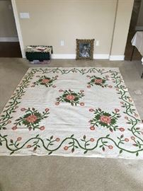 LARGE AMISH QUALITY QUILT, FLORAL PATTERN.