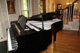 Yamaha  G3 ebony grand piano