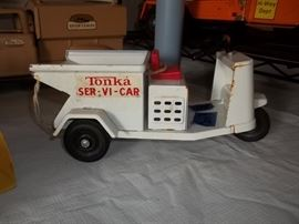 Vintage Tonka ser-vi-car with box