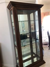 Beautiful curio cabinet. Really holds a lot of treasures!
