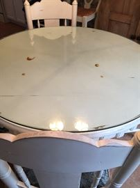 "43"" Round table 4 chairs with cushions"