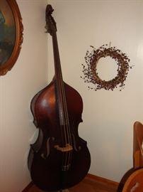 Antique King Mortone Bass