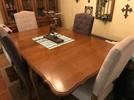 VINTAGE DINING TABLE AND 4 TUFTED FABRIC CHAIRS WITH A MATCHING BENCH