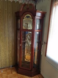 Working Ridgeway Floor Grandfather Clock with accent                     http://www.ctonlineauctions.com/detail.asp?id=701620