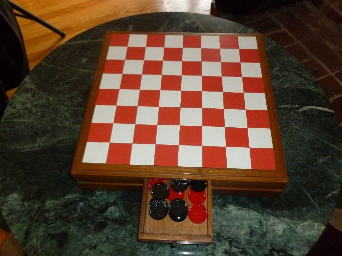 Neat Checkers Set