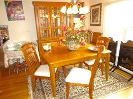 SOLID Oak dining room table, 1 leaf, six chairs, lighted china cabinet