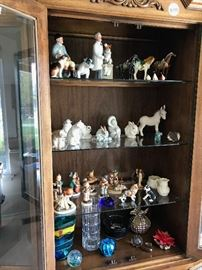 COLLECTIBLE FIGURINES, ART GLASS, HUMMEL / GOEBEL, ROYAL DOULTON, LLADRO, BOEHM, ROSENTHAL, BELLEEK