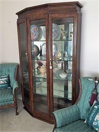 Thomasville curio/china cabinet