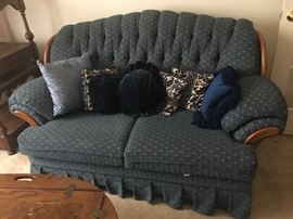 cute loveseat, great extra seating, good condition