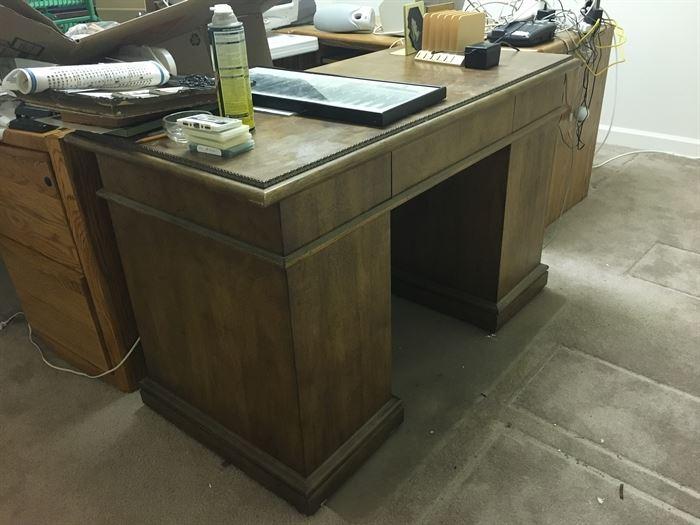 keyhole desk