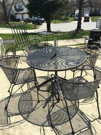 iron patio round table w/4 chairs