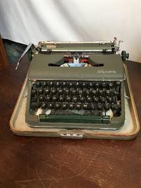 Vintage Typewriter     https://www.ctbids.com/#!/description/share/14204
