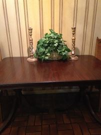 Antique mahogany Duncan Phyfe dining table