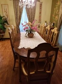 Stanley dining table, 6 dining chairs, 2 captains chairs