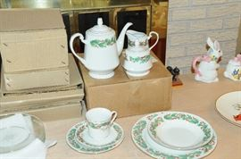 Sango Noel Tea Set with Cups and place setting for 4