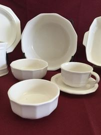 Pfaltzgraf Heritage Servers and Dinnerware  https://www.ctbids.com/#!/description/share/14374