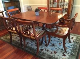 Drexel table and chairs w/leaves and pads