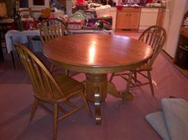 Round Oak Pedestal Table