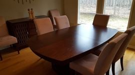 Steve Yzerman brand dining Table w 8 Chairs