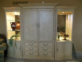Gorgeous three piece wall unit in amazing condition!!