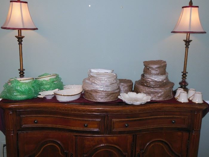 Huge set of Beautiful LENOX ETERNAL Bone China with Gold Trim all in excellent condition!!