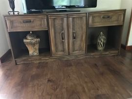 Media stand/cabinet