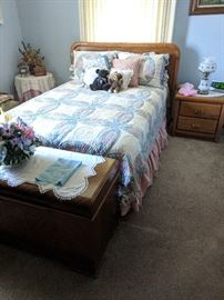 Broyhill full bed