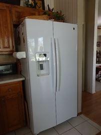 ge side by side 2 yr old fridge