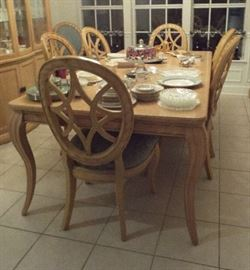 Beautiful dining table & eight chairs