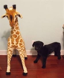 Large side stuffed giraffe & dog