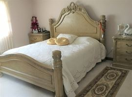 Beautiful High End bedroom set (can be canopy)