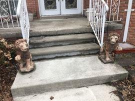 2 Cement Lions