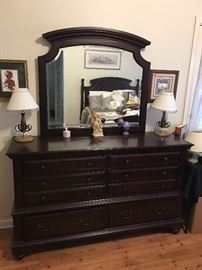 Dresser with mirror, like new