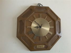 Complete Picture of Elgin Wall Clock