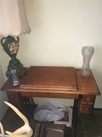 Beautiful Singer treadle sewing machine. The machine is gorgeous - but the base legs are also amazing- makes for a great piece to repurpose!