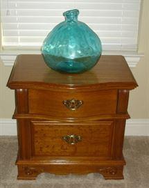 Universal Furniture Co. nightstand, balloon vase