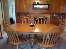 Amish made Solid Oak Pedistal Dining Table w/(6) Chairs (2) Leaves
