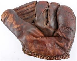 Lot 212 - Vintage Spalding Three Finger Baseball Glove