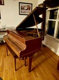 Refinished KIMBALL BABY GRAND. GREAT CINDITION JUST NEEDS TUNING