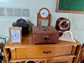 Nice assortment of clocks including vintage SETH THOMAS WITH WESTMINSTER CHIMED, Howard Miller, more