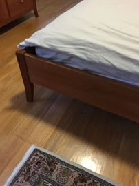 Contemporary queen bed platform bed leg detail