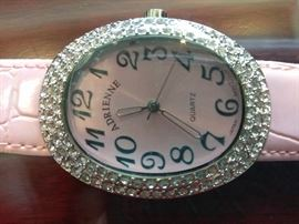 Signature Club A Women's Watch    http://www.ctonlineauctions.com/detail.asp?id=702926