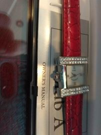 2 Signature Club A Women's Watches    http://www.ctonlineauctions.com/detail.asp?id=702930