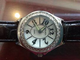 3 Signature Club A Women's Watches      http://www.ctonlineauctions.com/detail.asp?id=702931
