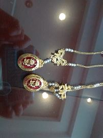 2 Women's Custom Jewelry Necklace    http://www.ctonlineauctions.com/detail.asp?id=702933