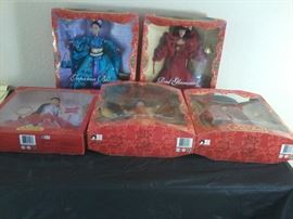5 Yue-Sai WaWa Dolls             http://www.ctonlineauctions.com/detail.asp?id=704321