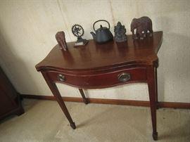 Game table, elephant figures, tea pots